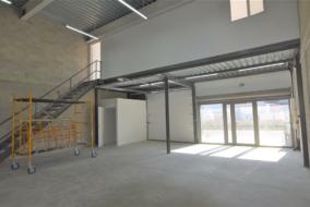 Autres de 140 m² à louer - ref:10200117