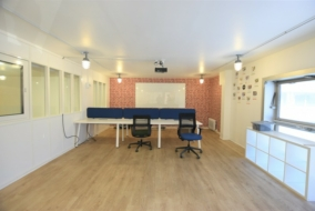 Autres de 233 m² à louer - ref:10195493