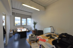 Autres de 71 m² à louer - ref:10195271