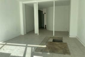 Boutiques / Locaux commerciaux de 100 m² à louer - ref:10199987
