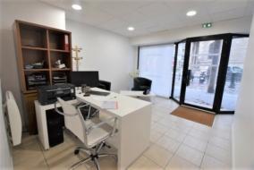 Boutiques / Locaux commerciaux de 103 m² à louer - ref:10197273