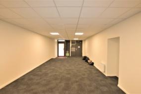 Boutiques / Locaux commerciaux de 118 m² à louer - ref:10196892