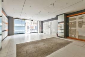 Boutiques / Locaux commerciaux de 136 m² à louer - ref:10199343