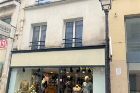 Boutiques / Locaux commerciaux de 140 m² à louer - ref:10200007