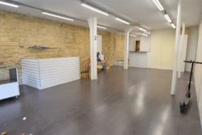 Boutiques / Locaux commerciaux de 165 m² à louer - ref:10198608