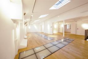 Boutiques / Locaux commerciaux de 213 m² à louer - ref:10197637