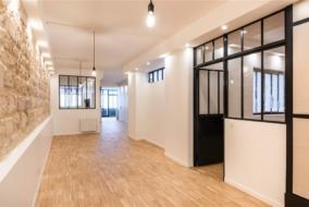 Boutiques / Locaux commerciaux de 326 m² à louer - ref:10200054