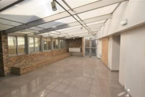 Boutiques / Locaux commerciaux de 400 m² à louer - ref:10198755
