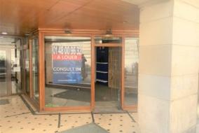 Boutiques / Locaux commerciaux de 43 m² à louer - ref:10199813