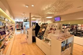 Boutiques / Locaux commerciaux de 73 m² à louer - ref:10197880