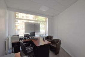 Boutiques / Locaux commerciaux de 74 m² à louer - ref:10198998