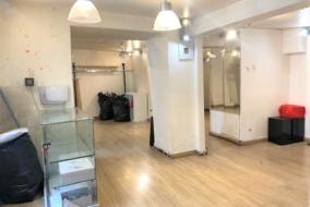Boutiques / Locaux commerciaux de 77 m² à louer - ref:10199279