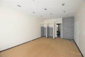 Boutiques / Locaux commerciaux de 78 m² à louer - ref:10199545