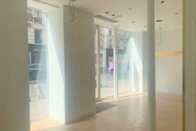 Boutiques / Locaux commerciaux de 81 m² à louer - ref:10199405