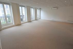 Bureaux de 130 m² à louer - ref:10199684