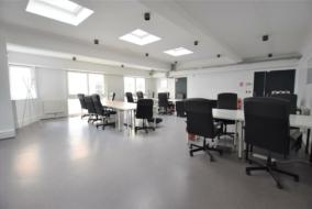 Bureaux de 136 m² à louer - ref:10198964
