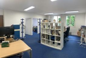 Bureaux de 175 m² à louer - ref:8492542