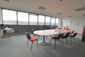 Bureaux de 230 m² à louer - ref:10198400