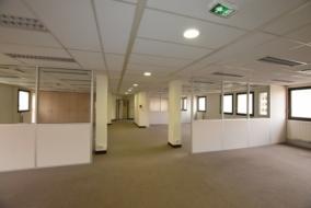 Bureaux de 777 m² à louer - ref:10196498