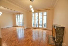 Locaux professionnels de 126 m² à louer - ref:10200125